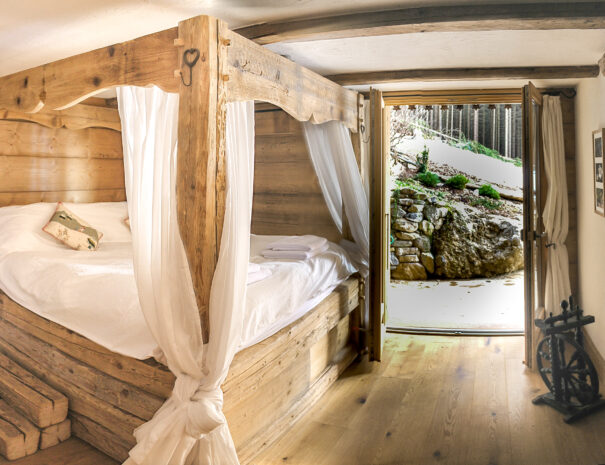 chalet-4-poster-bed-tch-1