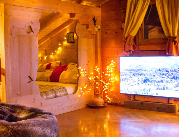 cosy_alcove_bed_chalet